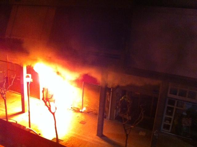 Η φωτό λίγα λεπτά αφότου ξέσπασε η φωτιά στην οδό Παπαστράτου 71