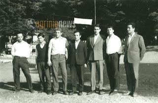 Ο Σεβασμιώτατοπς Μητροπολίτης μας κ Κοσμάς ( ο νεαρός που βρίσκεται ακριβώς στο κέντρο της φωτογραφίας 4ος κατά σειρά) μαζί με τον Σεβασμιώτατο Μητροπολίτη Ναυπάκτου κ  Ιερόθεο (στέκεται δίπλα του και εξ αριστερών του  στις κατασκηνώσεις της Χριστιανικής ενώσεως Αγρινίου τον Αύγουστο του 1967