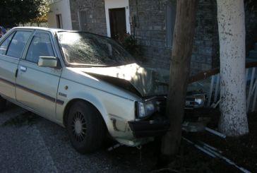Καμαρούλα: Όχημα με τρεις επιβάτες έπεσε σε δένδρο!