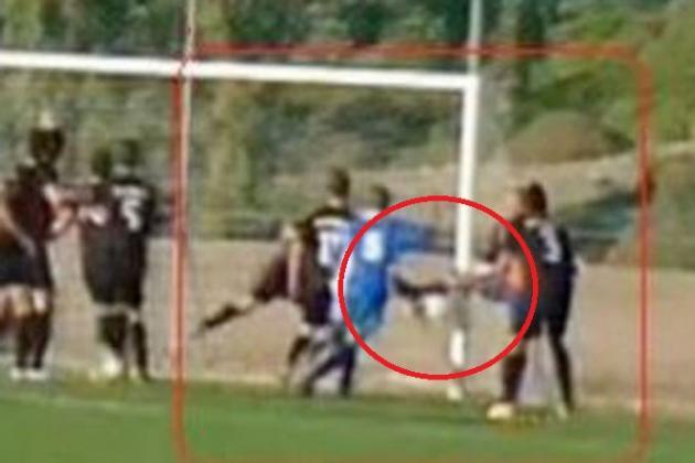 Ποδοσφαιριστής που έκανε ζέσταμα έβαλε γκολ και το μέτρησαν!(Vid)