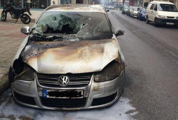 Eμπρησμός οχήματος στη Χαριλάου Τρικούπη!