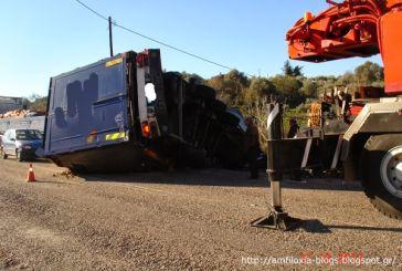 Σύγκρουση φορτηγών κοντά στο Μενίδι