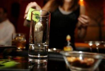 Aστυνομικές έφοδοι και συλλήψεις γυναικών σε καφέ μπαρ