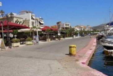 Παράνομα τα σκέπαστρα στην παραλία Αστακού