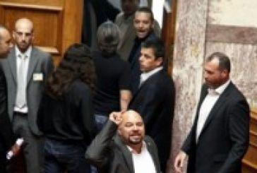 Την άρση της ασυλίας όλων των βουλευτών της Χρυσής Αυγής ζητούν οι ανακριτές