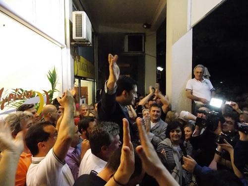 Video: Ενθουσιασμός στο εκλογικό κέντρο Παπαναστασίου