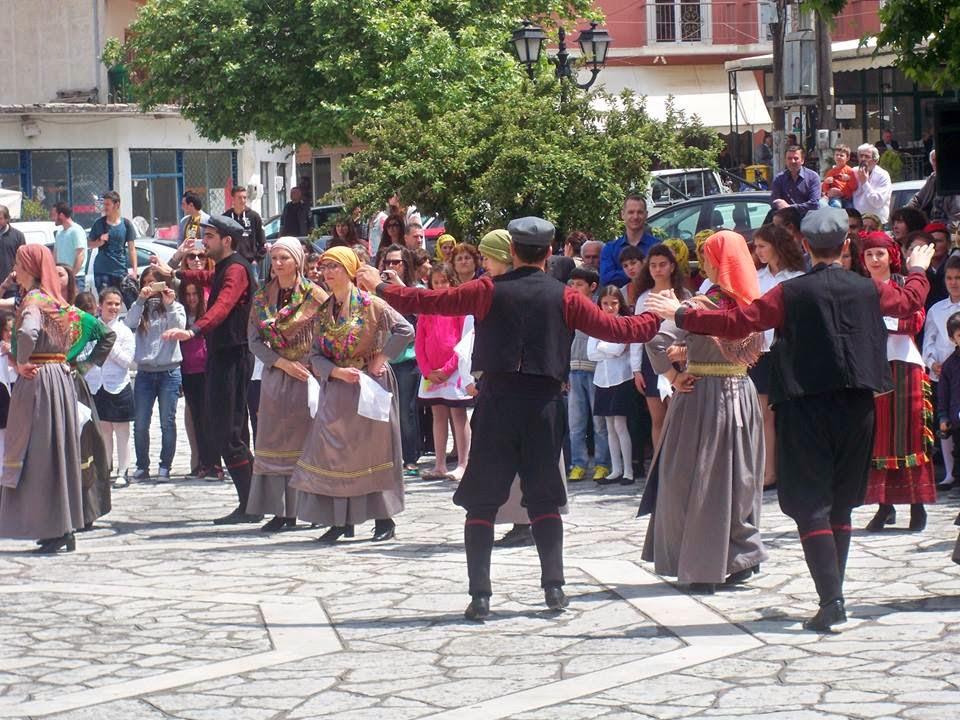 Εντυπωσίασαν τα χορευτικά στη γιορτη του Άγιου Ιωάννη Θεολόγου στο Μοναστηράκι