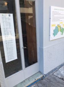"""""""Έσπασαν"""" το εκλογικό κέντρο του Γιάννη Τέγα"""