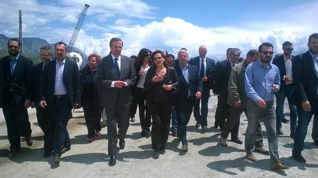 O πρωθυπουργός σε εργοτάξιο της Ιονίας Οδού (φωτό)