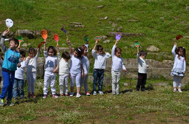 Τα παιδιά  του «ΜΑΓΙΚΟΥ ΑΥΛΟΥ» στο αρχαίο θέατρο Στράτου