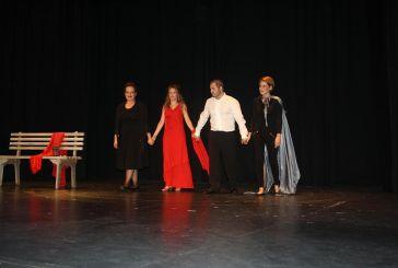 Πολλά χειροκροτήματα για την Θεατρική Ομάδα Καλυβίων!