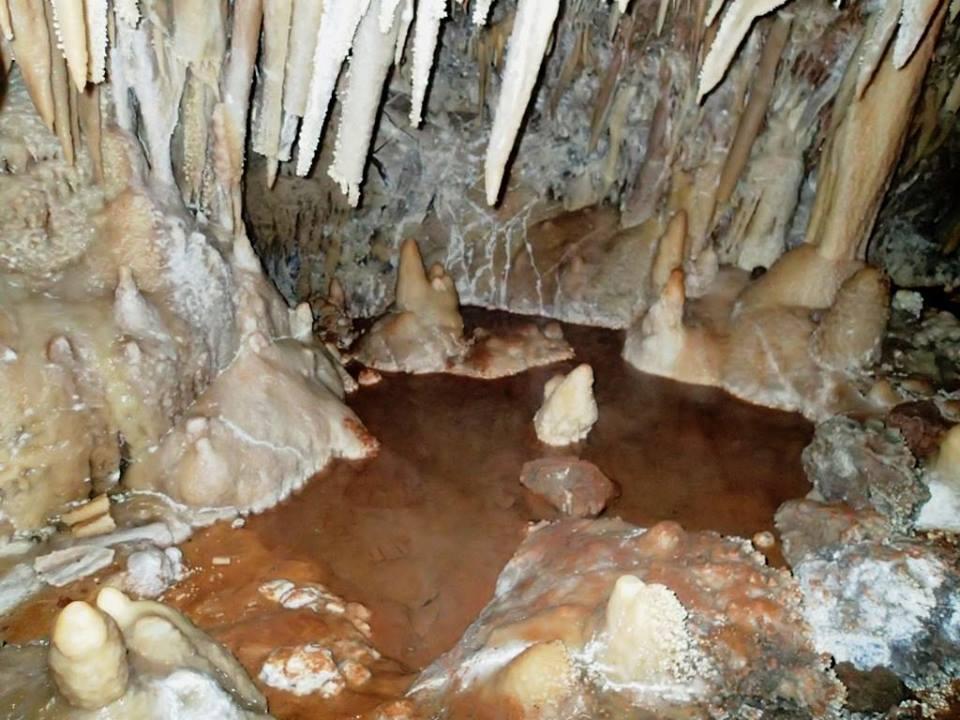 Μικρές και μεγάλες λίμνες μέσα σε σπήλαια της Αιτωλοακαρνανίας.