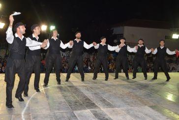 """Ρεσιτάλ παραδοσιακού χορού στο φεστιβάλ που διοργάνωσαν """"οι Ρίζες"""""""