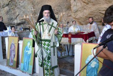 Θεία Λειτουργία στο Σπήλαιο – Ασκητήριο του Αγίου Νικολάου Βαράσοβας.
