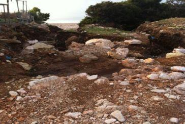 """Kαταγγελία: """"Απροσπέλαστες οι παραλίες της Βελάς"""""""