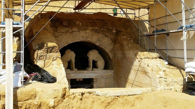 Βρέθηκαν τρία επιχρωματισμένα επιστύλια στον τάφο της Αμφίπολης