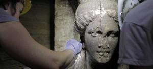 Αμφίπολη: Ψάχνουν άλλη είσοδο για τον τρίτο θάλαμο -4,5 μέτρα χώμα μέσα στον τάφο