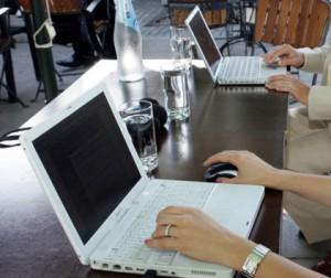Δωρεάν laptop ή tablet και ίντερνετ για ένα χρόνο σε όσους παίρνουν το κοινωνικό μέρισμα