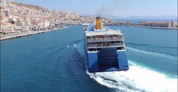 Σύρος: Το παρκάρισμα του πλοίου που έγινε… viral (βίντεο)