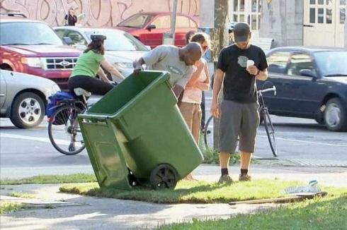 Γιατί  δεν ρώταγαν τη Ρένα για τα σκουπίδια;