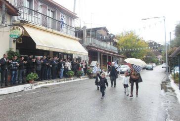 Με βροχή η κατάθεση στεφάνου και παρέλαση στον Άγιο Βλάση