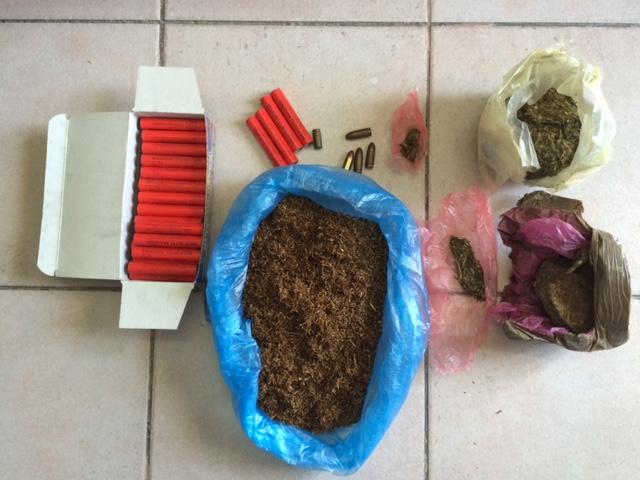 Βόνιτσα: Συνελήφθη για λαθραίο καπνό, χασίς και κροτίδες!