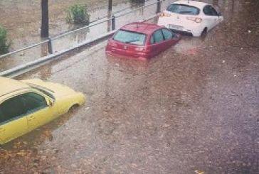 Εικόνες χάους από τον κατακλυσμό βροχής στην Αθήνα (φωτό)