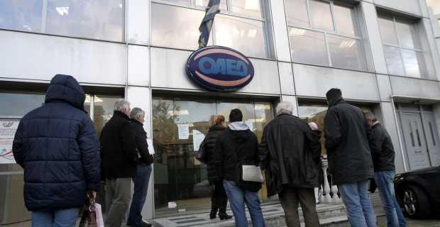 Στον «πάγο» 7.000 άνεργοι που είχαν επιλεγεί για πρόγραμμα του ΟΑΕΔ