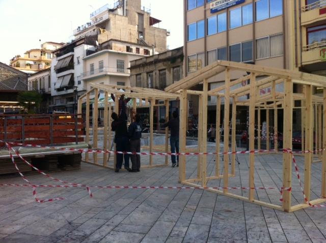 Η πλατεία Δημάδη παίρνει την εορταστική της μορφή (φωτό)