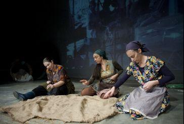 Μία παράσταση για τα καπνά στο Μικρό Θέατρο Αγρινίου