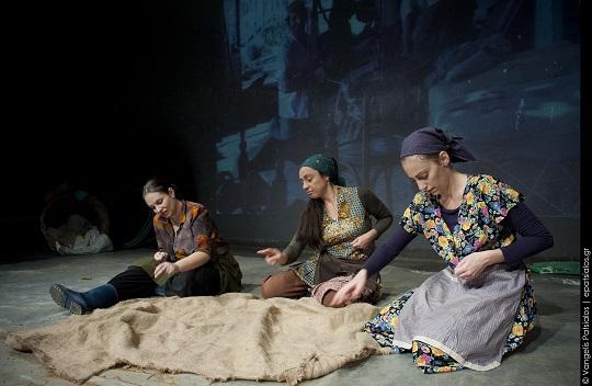 Παράσταση για τα καπνά στο Μικρό Θέατρο Αγρινίου