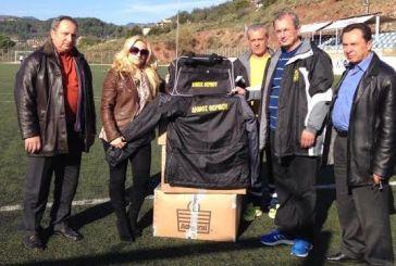 Αθλητικό υλικό στην Αναγέννηση πρόσφερε ο δήμος Θέρμου