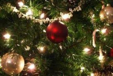 Άναμμα χριστουγεννιάτικου δέντρου στην πλατεία του Θέρμου