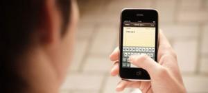 «Είμαι η κοπέλα που σε κοίταζε επίμονα»: απάτη με παγίδες μέσω SMS