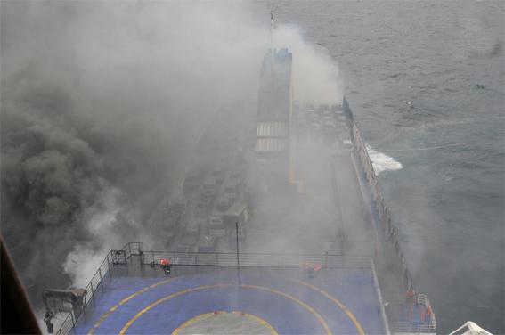 Συγκλονιστικές φωτογραφίες από το κατάστρωμα του Norman Atlantic