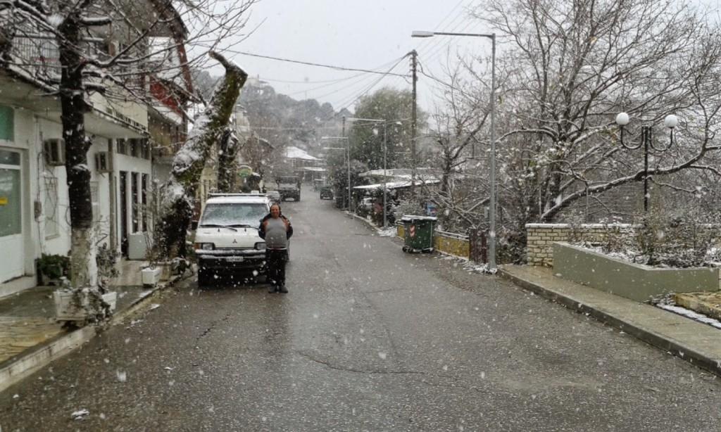 Με χιόνια αποχαιρετούν το 2014 τα Παρακαμπύλια