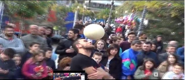 Freestyle football show στην κεντρική πλατεία (video)