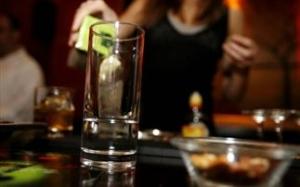 Όσοι δουλεύουν πολύ, πίνουν περισσότερο