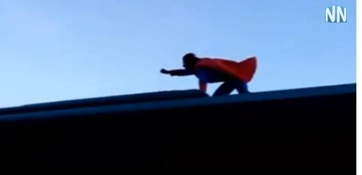 Ο Superman πάνω σε λεωφορείο του ΚΤΕΛ Αιτωλοακαρνανίας (video)