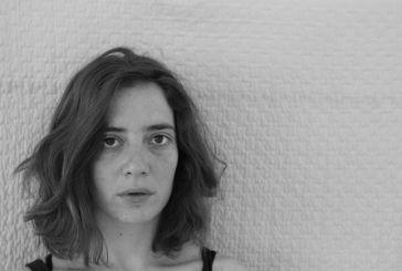 Η Σίσσυ Δουτσίου διαβάζει αποσπάσματα από την καινούργια της ποιητική συλλογή