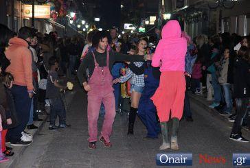 H χθεσινοβραδινή αποκριάτικη παρέλαση στο Μεσολόγγι (φωτο-video)