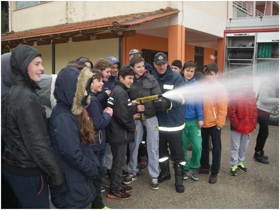 Μικροί πυροσβέστες στο Γυμνάσιο Mοναστηρακίου