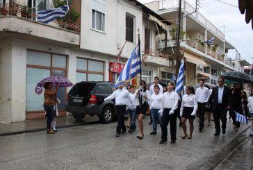 Ο εορτασμός της Εθνικής Επετείου στα Καλύβια (φωτό)