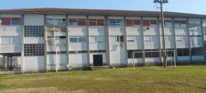 Ενταση έξω από την Γαλακτοκομική Σχολή –Πολίτες έσπασαν το λουκέτο και εισέβαλαν μέσα