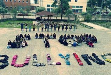 Stop bullying με τα κορμιά και τις τσάντες των μαθητών του 1ου Ενιαίου Λυκείου Μεσολογγίου
