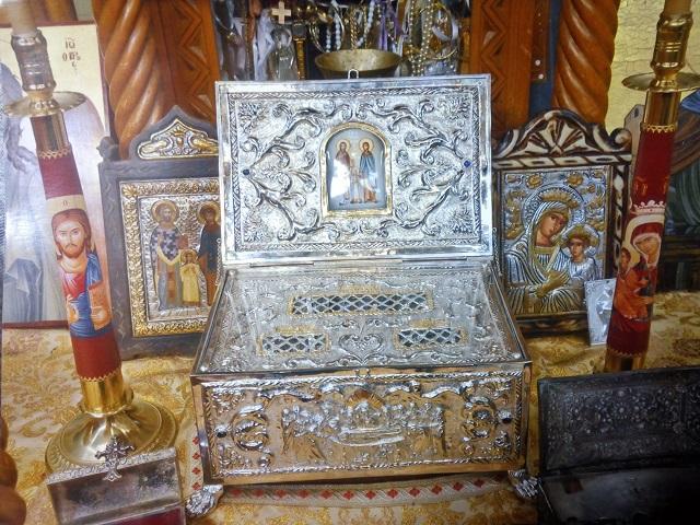 Τα ιερά Λείψανα των Αγίων Ραφαήλ, Νικολάου και Ειρήνης στην Καμαρούλα Αγρινίου