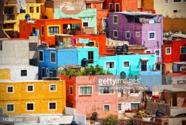 Τα χρώματα στα κτίρια της Αμφιλοχίας, της Σαντορίνης και Λατινικής Αμερικής