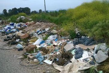 Διάσπαρτες χωματερές κοντά στην παλιά κοίτη του Αχελώου…