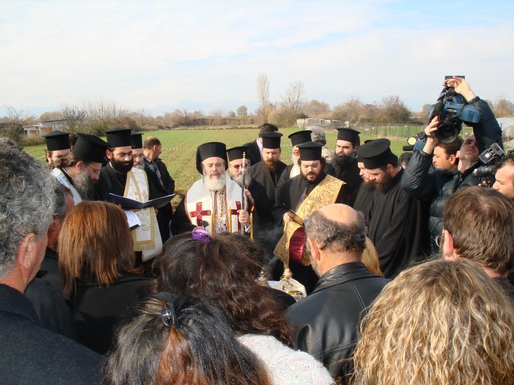 Τον Ναό  θεμελίωσε στις 21 Δεκεμβρίου 2006 ο μακαριστός Αρχιεπίσκοπος Αθηνών και πάσης Ελλάδος κυρός Χριστόδουλος.  Είχε επισκεφθεί το Αγρίνιο για την τέλεση του τεσσαρακονθήμερου μνημοσύνου υπέρ αναπαύσεως των ψυχών των πέντε παιδιών.