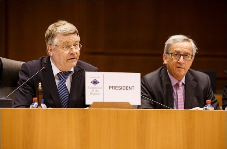 Γιούνκερ: «Οι τοπικές και περιφερειακές αρχές είναι φυσικοί σύμμαχοι στην ανάπτυξη και την κοινωνική πολιτική»